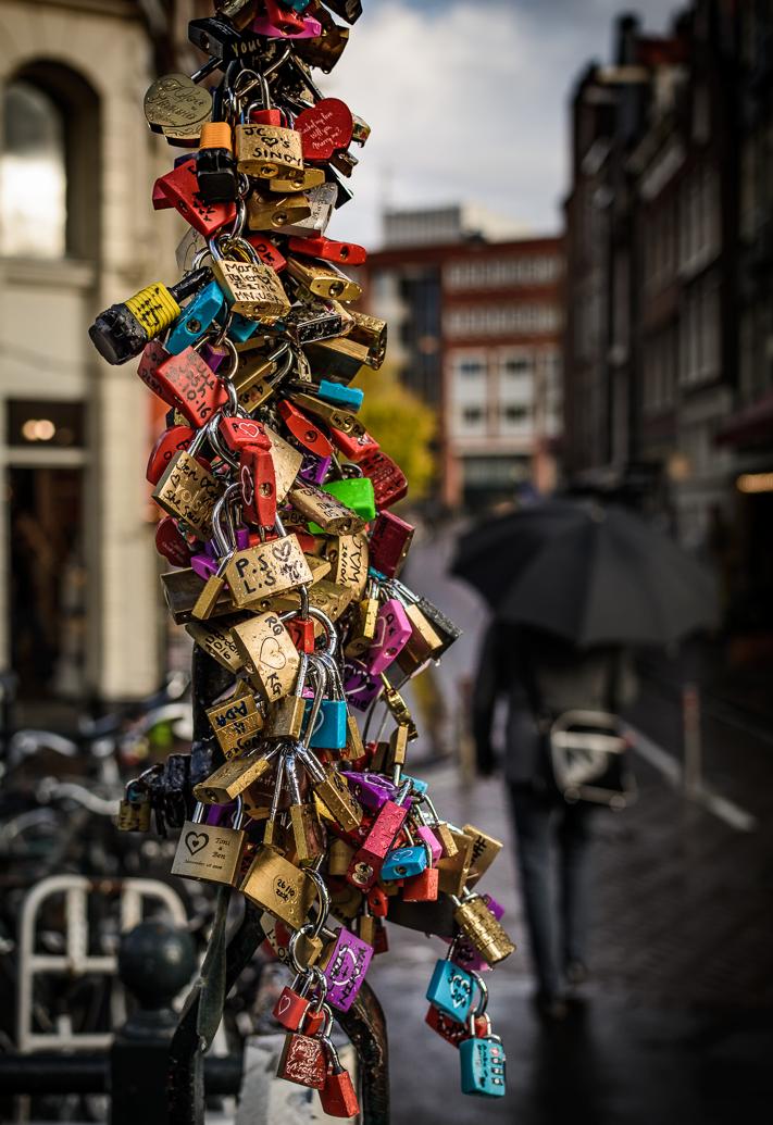 Koude Liefde - Travel photo of love locks a bridge in Amsterdam, Holland 2016