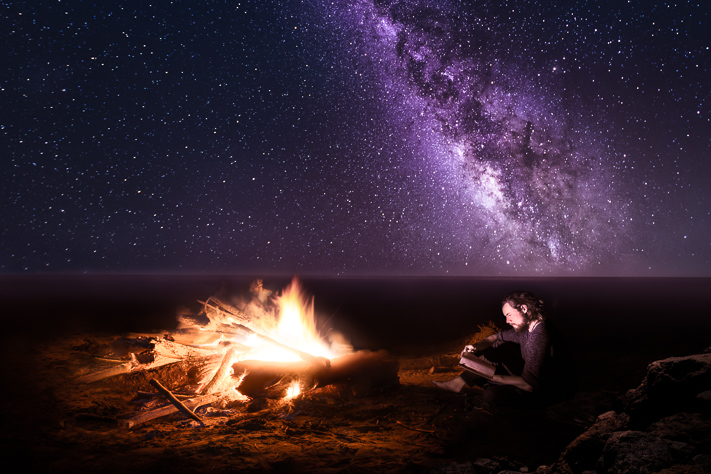 East Cape - a burning fire under the milky way lighting up the ocean in New Zealand 2018