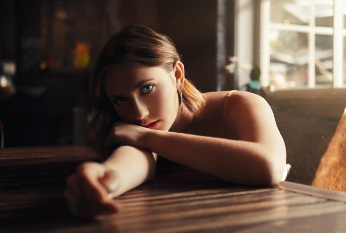 Coffee Break - a moody portrait in a coffee shop in Arrowtown, New Zealand 2018