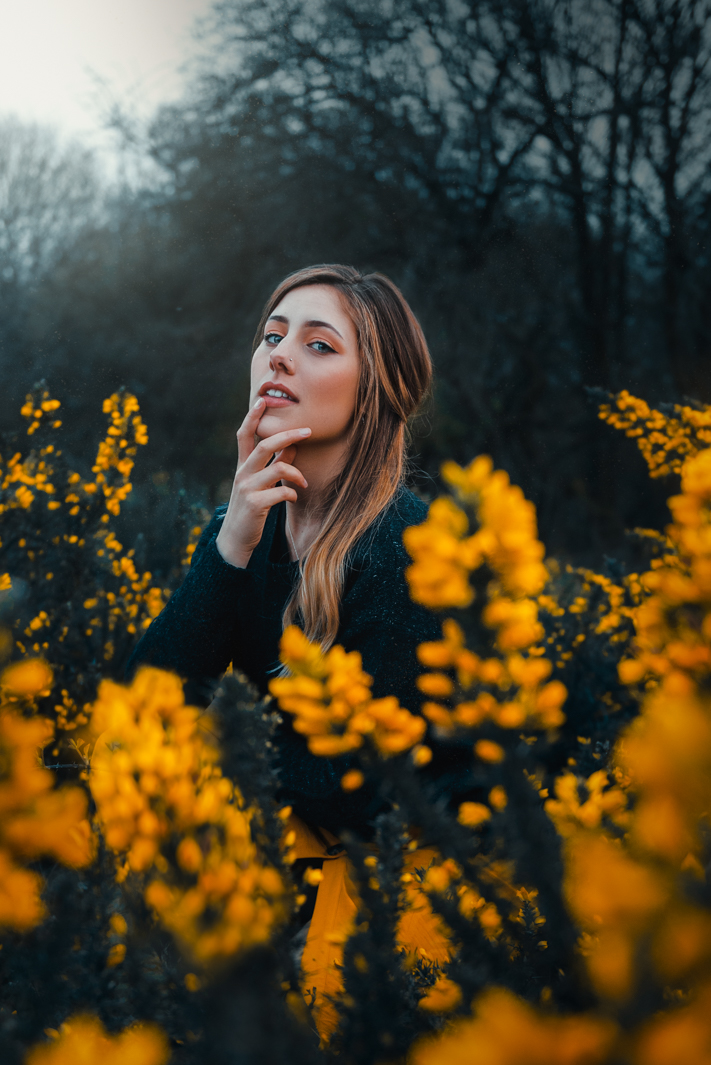 2019 england nature flowers yellow portrait jacob everitt photography-2